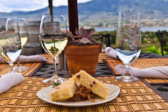 Mahlzeit an der im Freiengaststätte Lizenzfreie Stockfotos