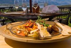 Mahlzeit an der im Freiengaststätte Stockfotografie