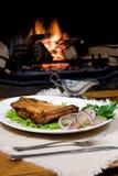 Mahlzeit durch Kamin stockfoto