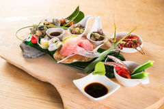 Mahlzeit von Sushi von den Meeresfrüchten mit Krakenthunfisch, -miesmuschel und -krabbe Lizenzfreie Stockfotografie