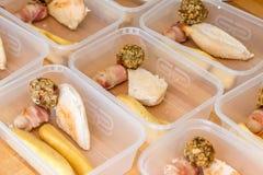 Mahlzeitvorbereitung Teil gefüllte Behälter Brathähnchenabendessen Lizenzfreie Stockfotografie