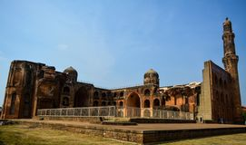 Mahmud Gawan Madrasa in Bidar, il Karnataka, l'India fotografia stock