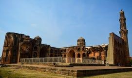 Mahmud Gawan Madrasa i Bidar, Karnataka, Indien arkivbild