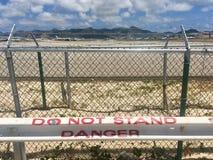 Maho Beach connue sous le nom de plage d'aéroport dans Sint Maartin Photos stock
