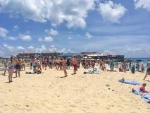 Maho Beach connue sous le nom de plage d'aéroport dans Sint Maartin Photos libres de droits