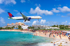Maho Beach dans le saint Maarten Photo libre de droits