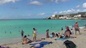 Maho Beach dans St Maarten banque de vidéos