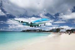 Maho Wyrzucać na brzeg, Sint Maarten - 20th Październik 2016: Niski latanie plan Obraz Royalty Free