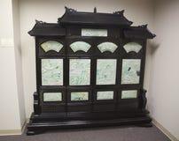 Mahogny-, jade- och elfenbenkonststycke i ett museum Royaltyfri Fotografi
