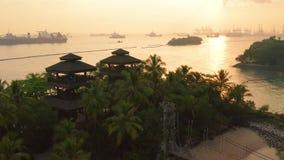 mai 03日2019年:对吊桥的看法在圣淘沙海岛,新加坡的巴拉旺岛海滩 股票录像