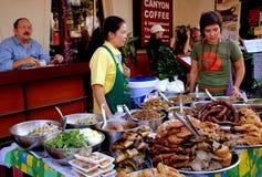Mai Chiang, TH: Поставщики еды Стоковые Фотографии RF