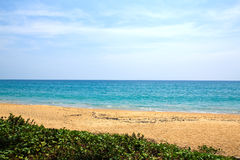 Mai Khao-strand bij Phuket-eiland Stock Foto