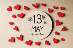 13 mai message de jour de mères avec de petits coeurs Photos stock