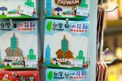 24. Mai 2017 nette magnetsouvenirs Taiwans im Verkauf bei Ximending Stockfotos