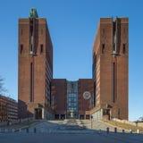 16. Mai 2016: OsloRathaus, Radhuset an einem sonnigen Frühlingstag Lizenzfreies Stockbild