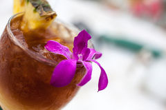 Mai Tai Cocktail Gernished With Pineapple en Orch Royalty-vrije Stock Fotografie