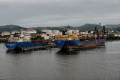 5. Mai 2017 Tanker ziehen herein nach Santiago, Kuba Stockfotografie