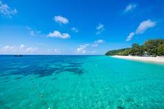 Mai Ton-eiland mooi strand in Phuket Stock Foto's