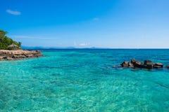 Mai Ton-eiland mooi strand in Phuket Stock Afbeeldingen