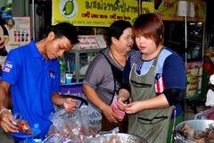 MAI van Chiang, Thailand: De Verkopers van het voedsel bij Markt Royalty-vrije Stock Afbeeldingen