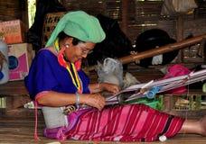 MAI van Chiang, Thailand: Het Weven van de vrouw met Weefgetouw Royalty-vrije Stock Foto