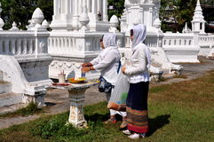 MAI van Chiang, Thailand: Twee MoslimVrouwen in Wat Royalty-vrije Stock Afbeelding