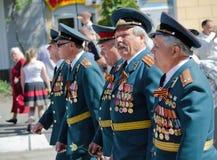 9. Mai. Victory Day. Feiertag, Victory Day. Am 9. Mai. Veterane mit Medaillen sind auf den Straßen der Stadt Lizenzfreie Stockfotografie