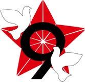 Am 9. Mai Victory Day, Stern der roten Armee, Vektorillustration von Symbolen, weiße Tauben der Welt, symbolische Zahl, Lizenzfreie Stockbilder
