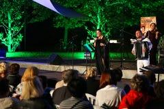 Maia Morgenstern- und Bukarest-Klezmer Band Stockbilder