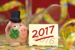 Maiale fortunato come talismano per i nuovi anni 2017 Immagini Stock Libere da Diritti