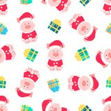 Maiale sveglio in un vestito e un cappello di Santa Claus con un fiocchetto lanuginoso Contenitori di regalo con il modello senza royalty illustrazione gratis