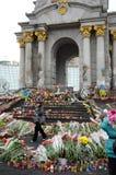 Maidan douleureux rempli de fleurs et de bougies Photographie stock libre de droits