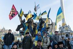 Maidan - personer som protesterar på självständighetfyrkant under samlar Fotografering för Bildbyråer