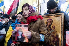 Maidan - protestataire au rassemblement pour sauver le journaliste Chornovol Image stock