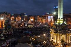 Maidan - sikt på massprotester på självständighetfyrkant på natten Fotografering för Bildbyråer