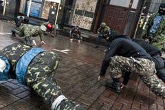 Maidan - treno degli attivisti dell'autodifesa per combattimento imminente Fotografia Stock Libera da Diritti