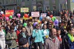 Maifeiertagsdemonstration zu Ehren der Feier des Feiertags Lizenzfreie Stockbilder