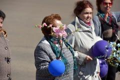 Maifeiertagsdemonstration zu Ehren der Feier des Feiertags Stockfotos