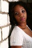 Maigre de fille d'Afro-américain en fonction photographie stock