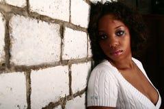Maigre de fille d'Afro-américain en fonction Photographie stock libre de droits