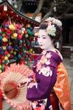 Maiko στο Κιότο με την ομπρέλα Στοκ Εικόνα