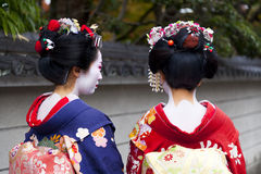 Maiko couple walking in Kyoto, Japan Royalty Free Stock Photos