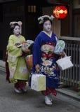 Maiko går för att arbeta Royaltyfri Foto