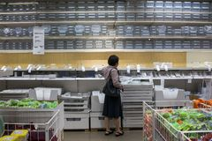 Mail de Shenzhen IKEA, provenant d'une cha?ne nordique d'entrep?t, il vend les meubles assembl?s et fournit ?galement des article photographie stock libre de droits