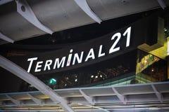 Mail moderne d'architecture du terminal 21 à Bangkok Thaïlande le 3 septembre 2017 en tant que vue de scène de nuit de BTS Image stock