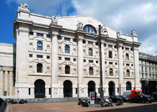 Mailand - das Borsa Italiana im Geschäfts-Quadrat Stockbild