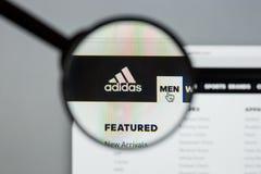 Mailand, Italien - 10. August 2017: Adidas-Logo auf dem Websitehaus Stockbild