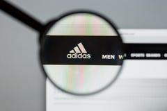 Mailand, Italien - 10. August 2017: Adidas-Logo auf dem Websitehaus Lizenzfreie Stockfotografie