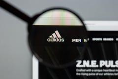 Mailand, Italien - 10. August 2017: Adidas-Logo auf dem Websitehaus Lizenzfreie Stockfotos