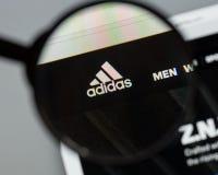 Mailand, Italien - 10. August 2017: Adidas-Logo auf dem Websitehaus Stockbilder